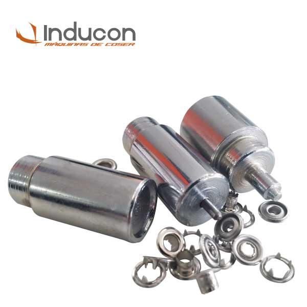 Foto de troquel con varios broches metálicos